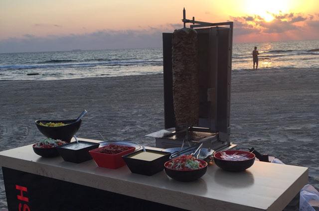 שווארמה במסיבת חוף